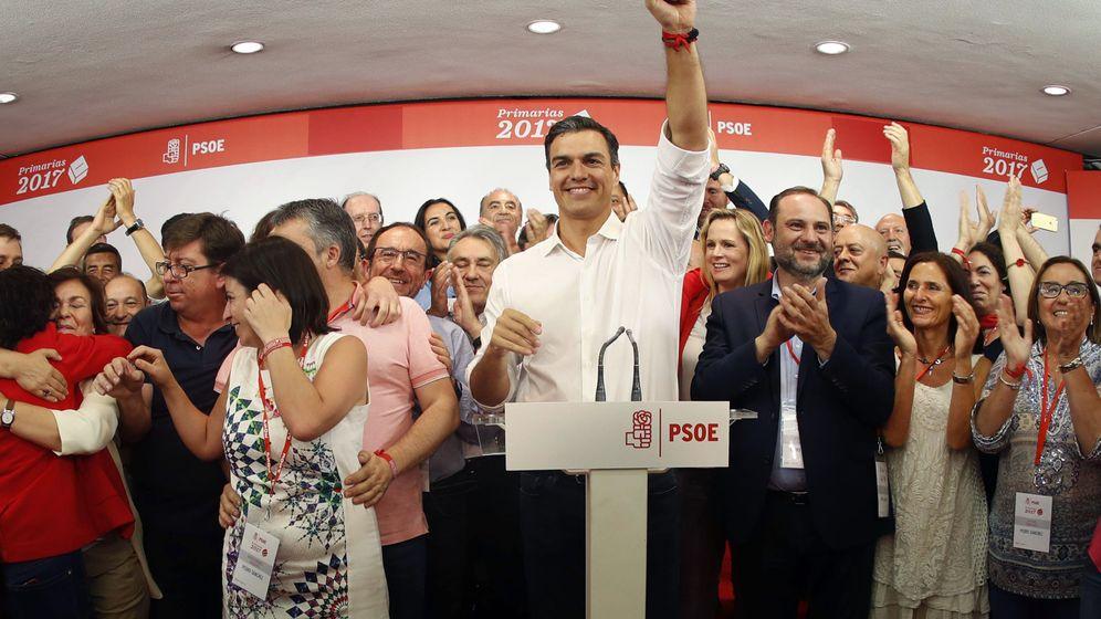 Foto: El vencedor de las primarias socialistas, Pedro Sánchez, comparece en Ferraz tras conocerse los resultados. (EFE)