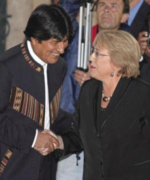 Evo Morales y cuatro regiones opositoras presentan sus proyectos ante el temor de fractura del país