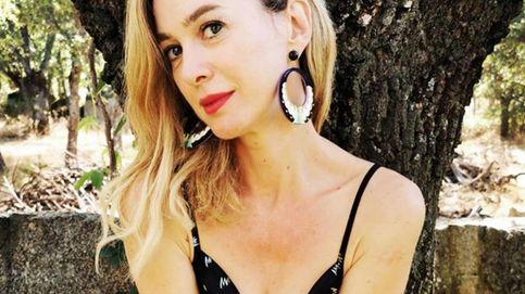 Marta Hazas tiene la clave para el entretiempo: zapatillas y vestido lencero