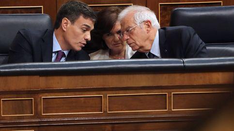 Borrell y Conde-Pumpido desactivaron ante Sánchez la bomba de la defensa de Llarena