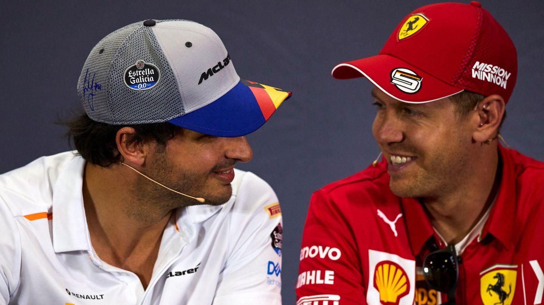 Sebastian Vettel, junto a Carlos Sainz en rueda de prensa. (EFE)