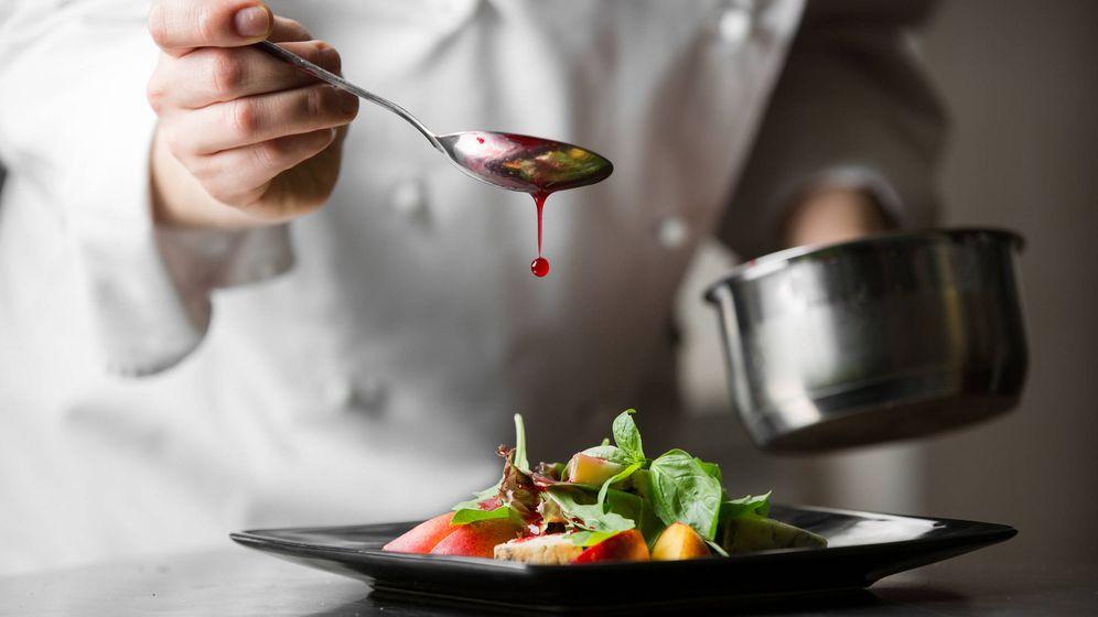 Foto: El toque final: el aderezo que liga los sabores. (iStock)