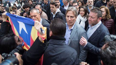 Reciben a Arrimadas con gritos e insultos en el bastión independentista de Vic (Barcelona)