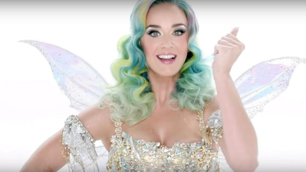 Katy Perry se convierte en un hada sexy para celebrar la Navidad