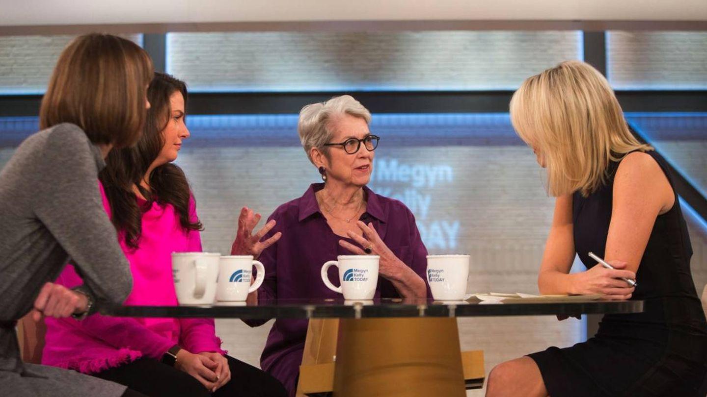 Jessica Leeds (centro) en una imagen de su entrevista.