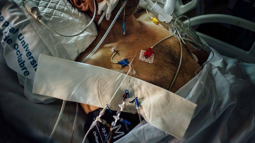 Foto: Un paciente en el Hospital Doce de Octubre de Madrid. (Pablo López Learte)