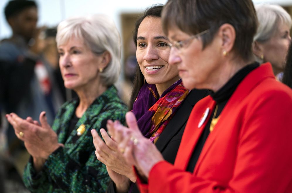 Foto: Sharice Davids y Laura Kelly, haciendo campaña en Kansas City. (EFE)