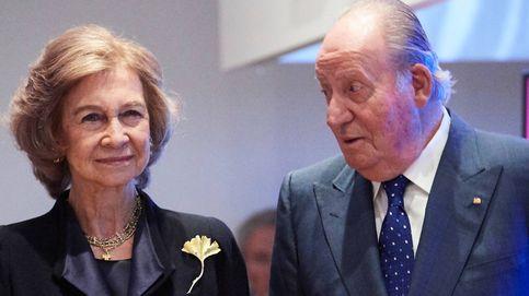 El bolso 'constitucionalista' de la reina Sofía, de rebajas