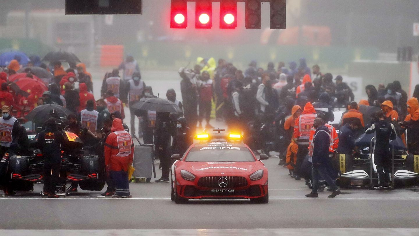 Formula One F1 - Belgian Grand Prix - Spa-Francorchamps, Spa, Belgium - August 29, 2021 General view as the start of the race is delayed out of bad weather REUTERS Christian Hartmann