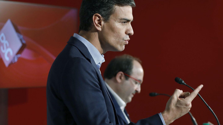 El secretario general del PSOE, Pedro Sánchez, y el primer secretario del PSC, Miquel Iceta (d). (EFE)