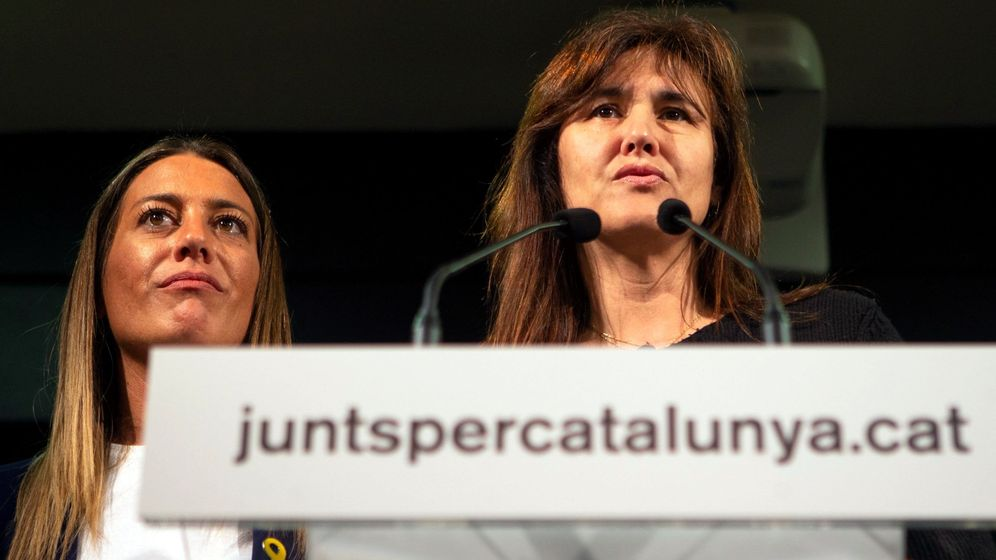 Foto: Las candidatas de JxCAT Laura Borràs (d) y Mìriam Nogueras, durante una rueda de prensa. (EFE)