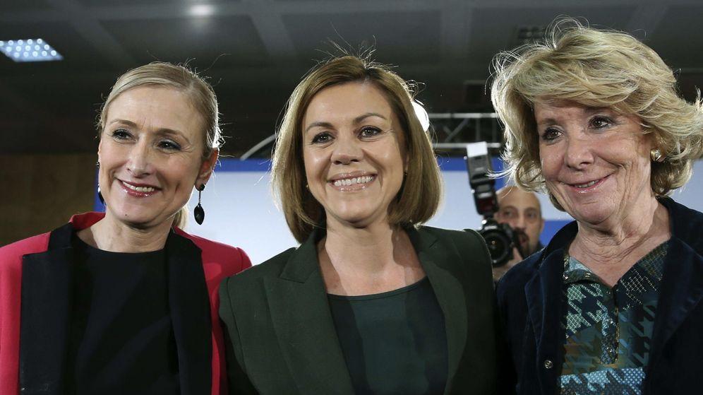 Foto: Cristina Cifuentes, María Dolores de Cospedal y Esperanza Aguirre, durante la inauguración de las jornadas del PP, ayer. (Efe)