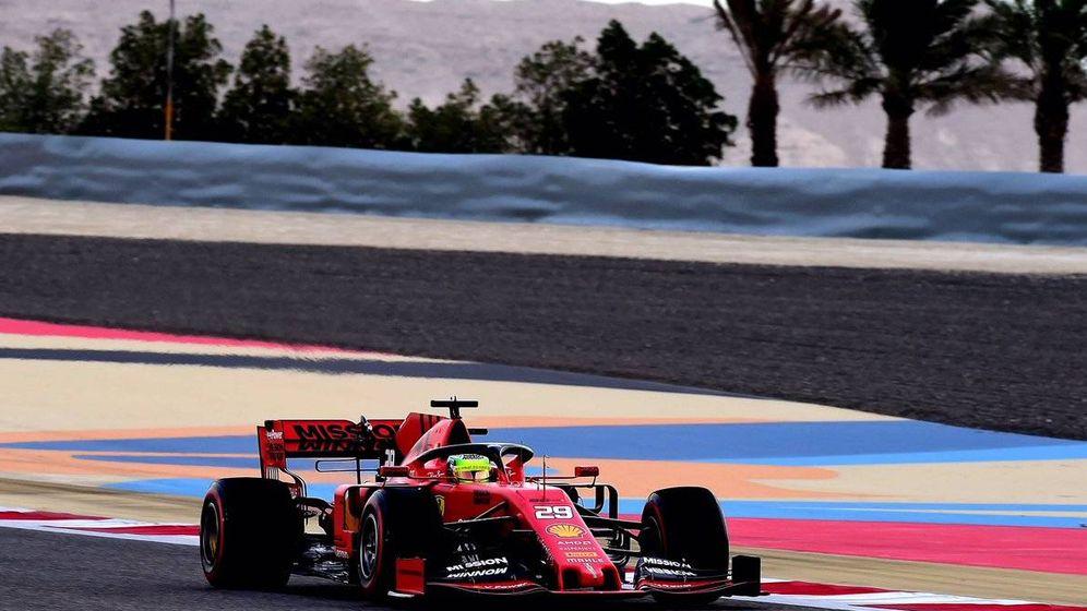 Foto: Mick Schumacher en su estreno con Ferrari durante los test de Bahréin.