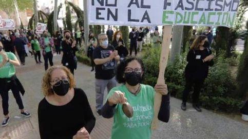 300 persona protestan contra la entrada de la tránsfuga de Vox al Gobierno murciano