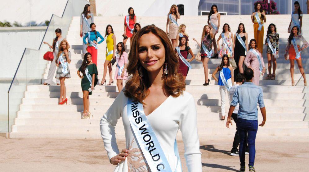 Foto: Ángela Ponce posa junto a sus compañeras de Miss World Spain en Estepona.