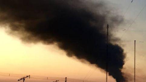 Incendio en una planta de reciclaje en Arganda: el humo, visible desde Madrid