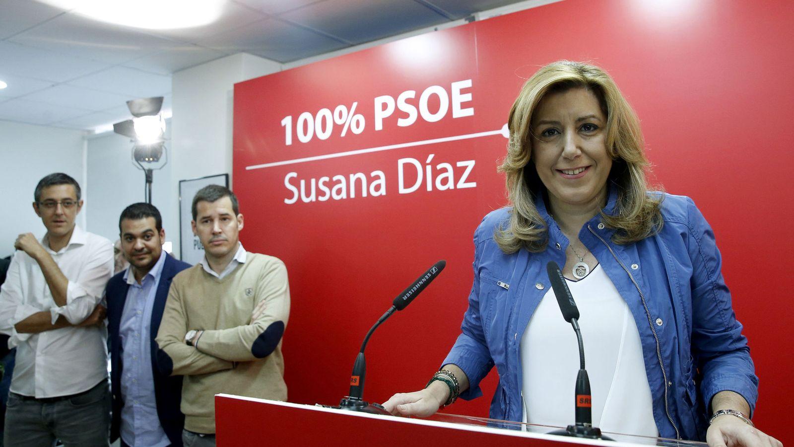 Foto: Susana Díaz, durante su rueda de prensa este 17 de mayo, con Eduardo Madina, Nino Torre y Juan Segovia. (EFE)