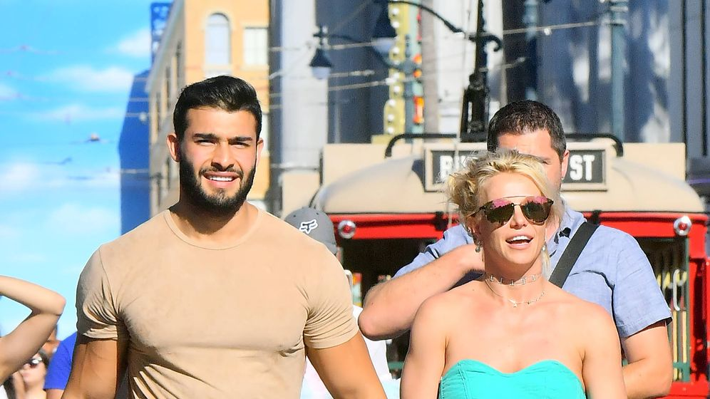 Foto:  Britney Spears y Sam Asghari, de paseo. (Gtres)