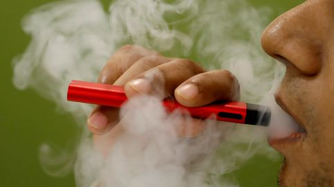 El Gobierno admite que el vapeo no es tabaco, pero lanza una campaña contra su consumo