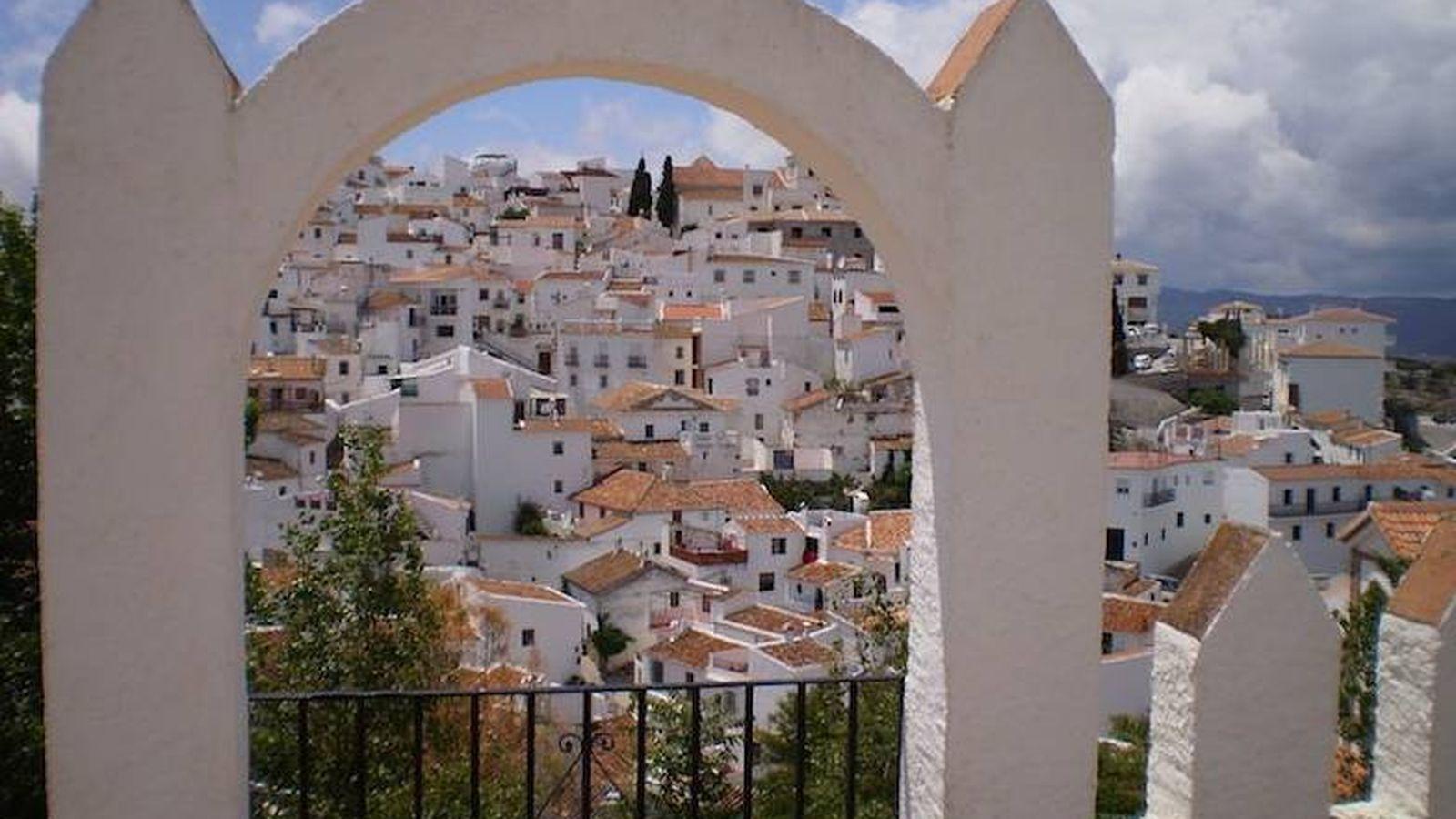 Foto: Comares, un pueblo blanquísimo en la Axarquía. (Cortesía Turismo Comares)