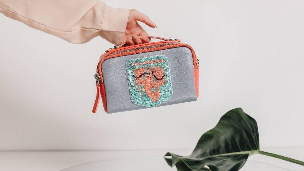 ¿Fashion 'lobster'? Descubrimos el nuevo bolso que obsesiona a Paula Echevarría