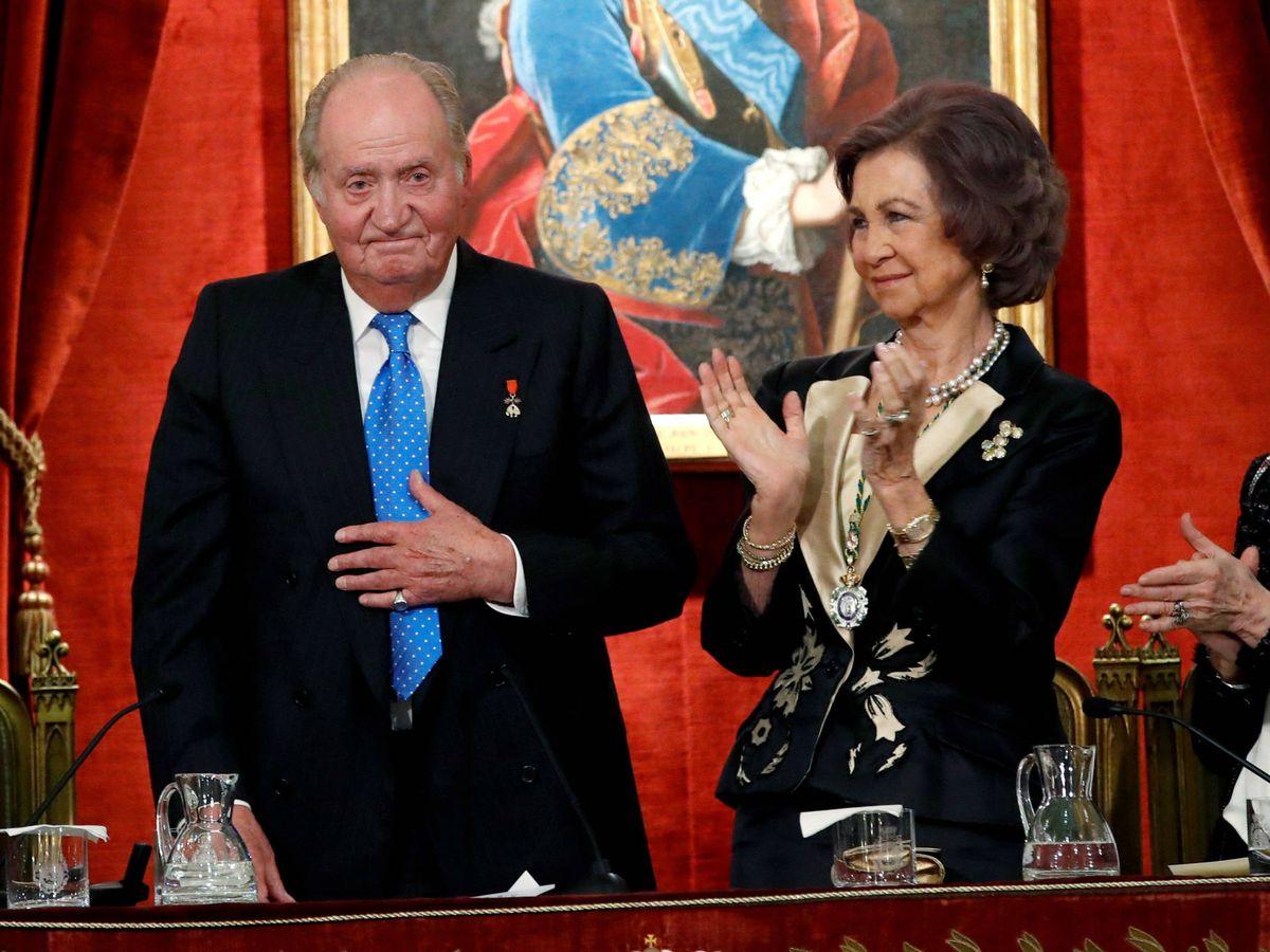 Foto: La reina Sofía aplaude al rey Juan Carlos en su 80 cumpleaños. (Getty)