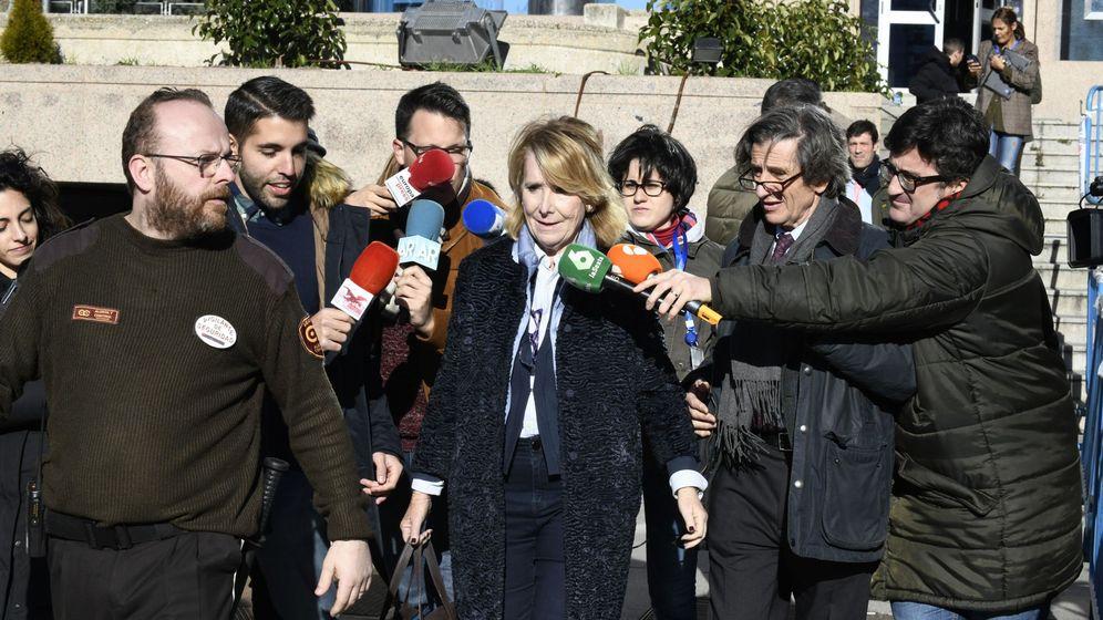 Foto: Esperanza Aguirre, a su salida de la Audiencia Provincial de Madrid. (EFE)