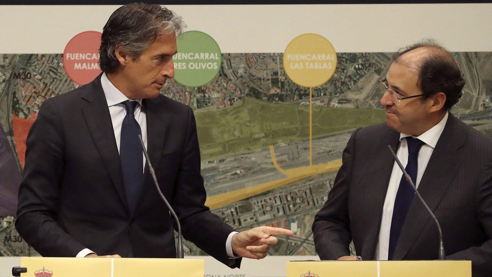 Foto: El ministro de Fomento, Íñigo de la Serna, y el presidente de Distrito Castellana Norte (DCN), Antonio Béjar.