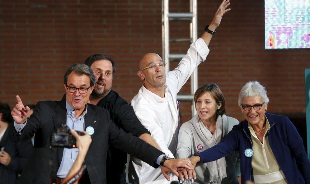 Foto: Artur Mas, Oriol Junqueras, Raül Romeva, Carme Forcadell y Muriel Casals, en un acto de Junts pel Sí el 11 de septiembre. (Reuters)