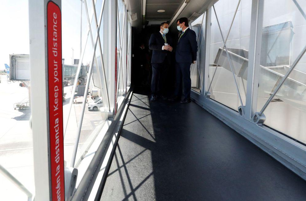 Foto: Salvador Illa y José Luis Ábalos visitan este 20 de junio el aeropuerto Madrid-Barajas para supervisar las medidas de seguridad frente al covid. (EFE)