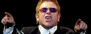 Confiscan una foto sospechosa de pornografía infantil a Elton John