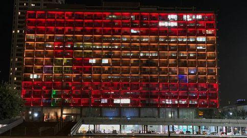 El Ayuntamiento de Tel Aviv se ilumina con los colores de España por la crisis del Covid