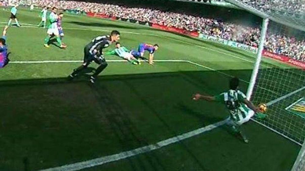 Foto: Gol del Barcleona al Betis que entró, pero no subió al marcador