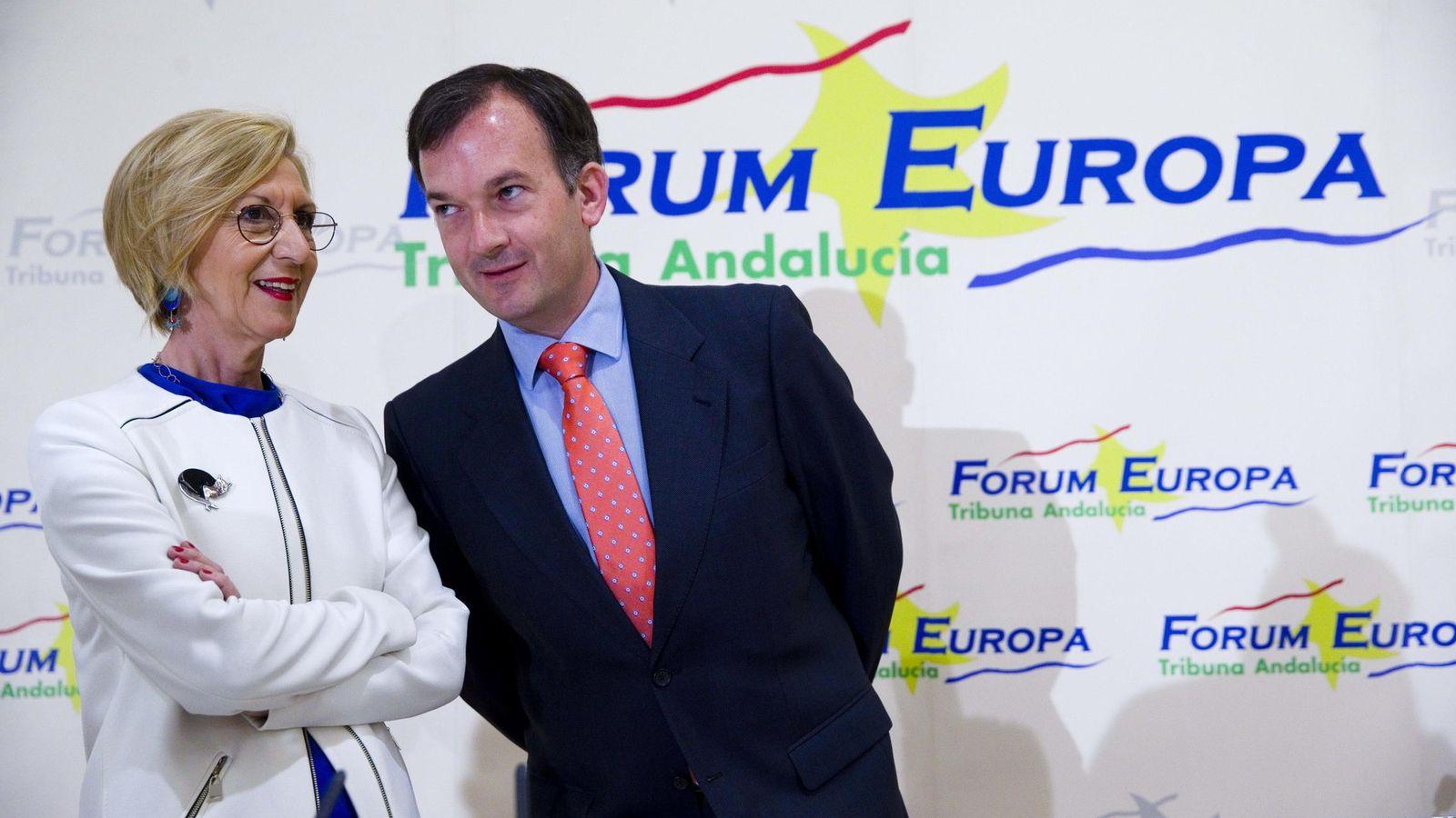 Foto: Rosa Díez junto al cabeza de UPyD en Andalucía Martín de la Herrán (EFE)