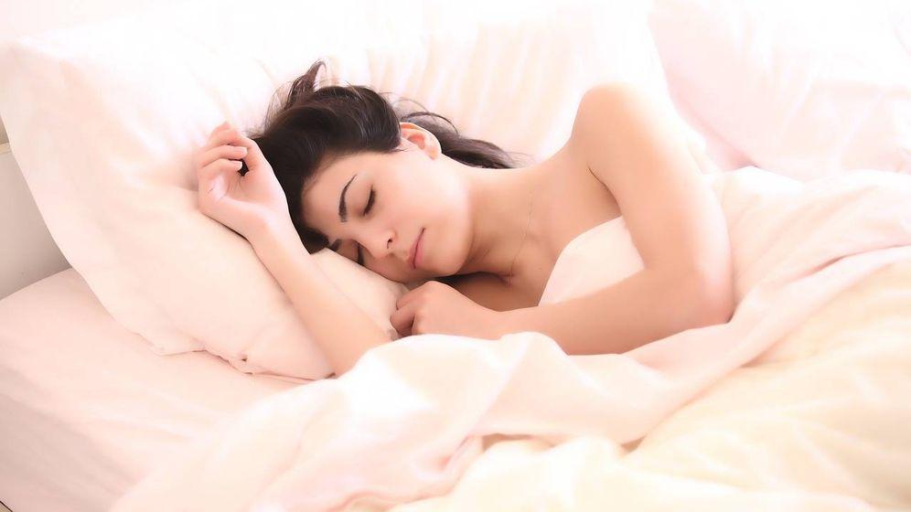 Foto: Mujer despertandose (Pixabay)