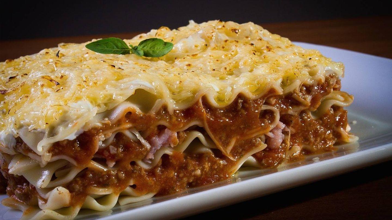 La salsa de ragú es uno de los elementos más importantes del plato.