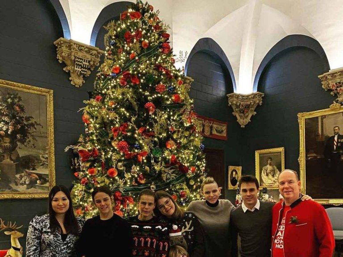 Foto: Marie Ducruet, Pauline Ducruet, Estefanía de Mónaco, Camille Gottlieb, princesa Gabriella, princesa Charlene, Louis Ducruet y príncipe Alberto II de Mónaco. (IG)