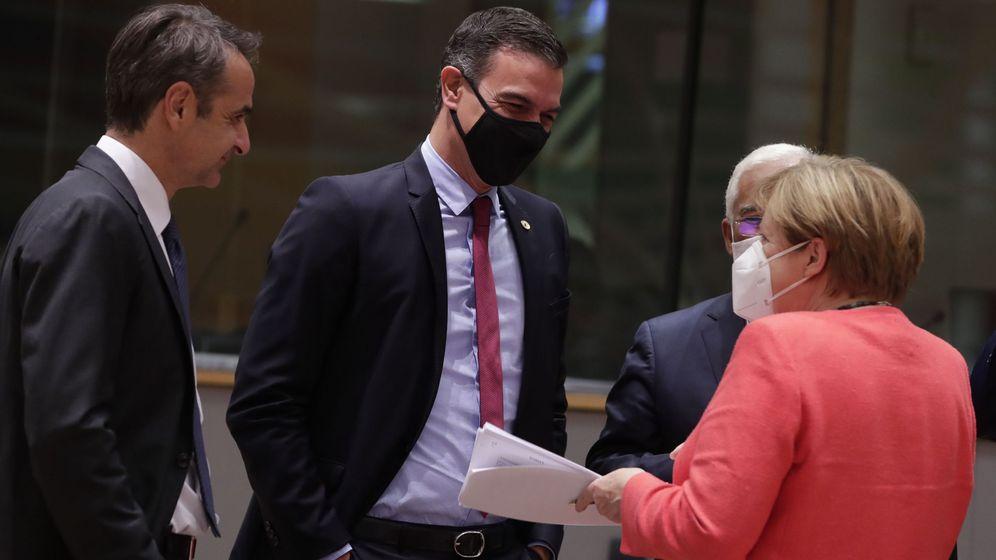 Foto: Pedro Sánchez, junto a Angela Merkel y Kyrisakos Mitsotakis. (Reuters)