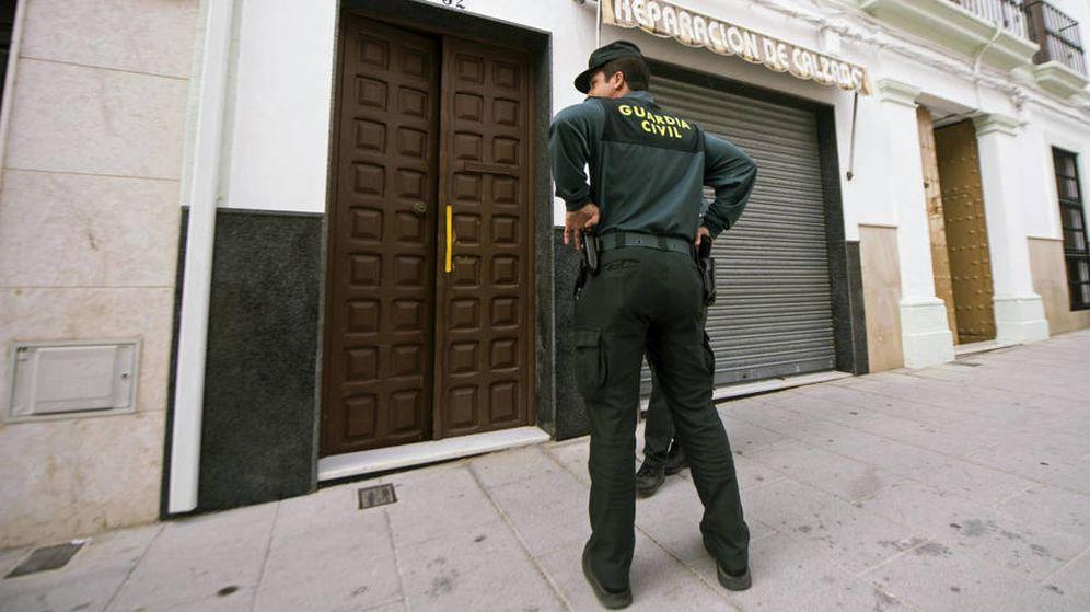 Foto: La Guardia Civil tuvo de desalojar un instituto (EFE)