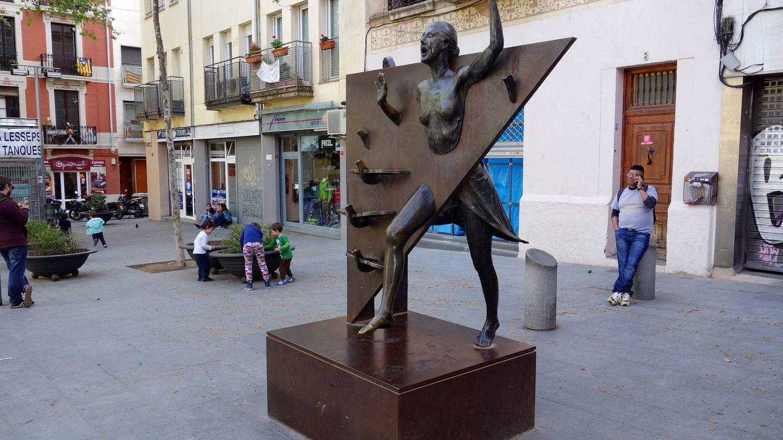 Estatua de la Colometa en la Plaça del Diamant