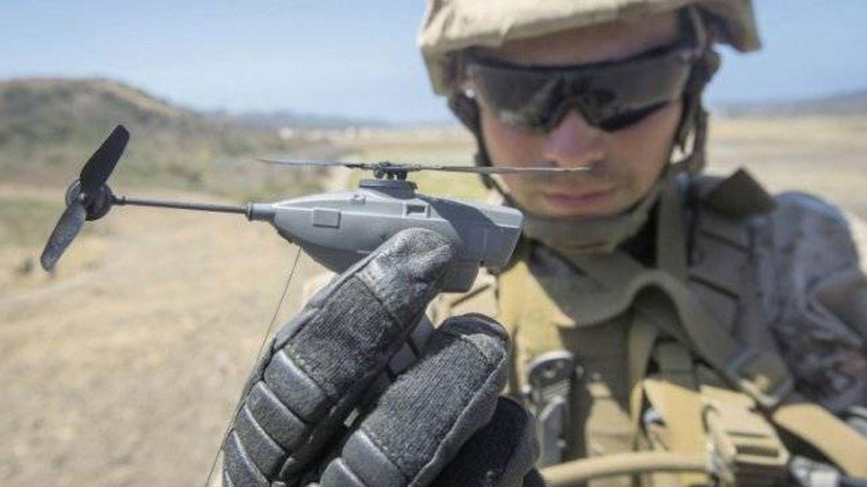 Vista de un diminuto Black Hornet. (BH)