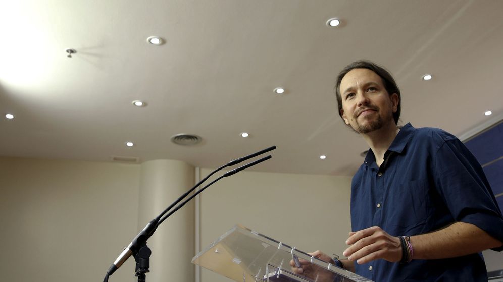 Foto: El secretario general de Podemos, Pablo Iglesias, durante la rueda de prensa en el Congreso tras haber sido recibido por el Rey. (EFE)