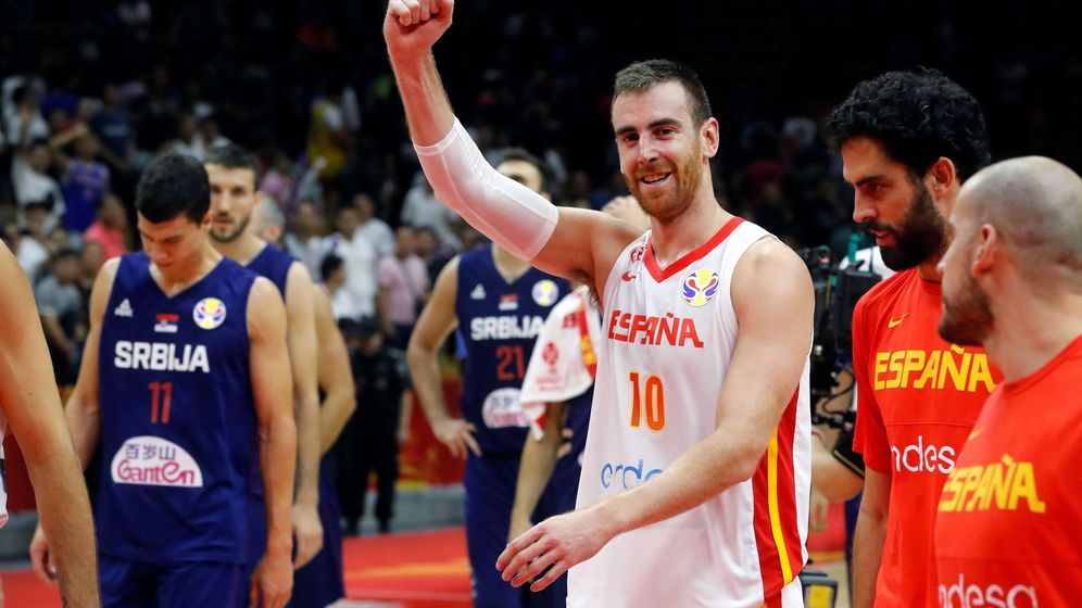 Foto: Víctor Claver celebra la victoria de España ante Serbia en la segunda fase del Mundial de China. (EFE)