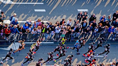 Las campañas electorales y las maratones de Róterdam y Berlín: el día en fotos