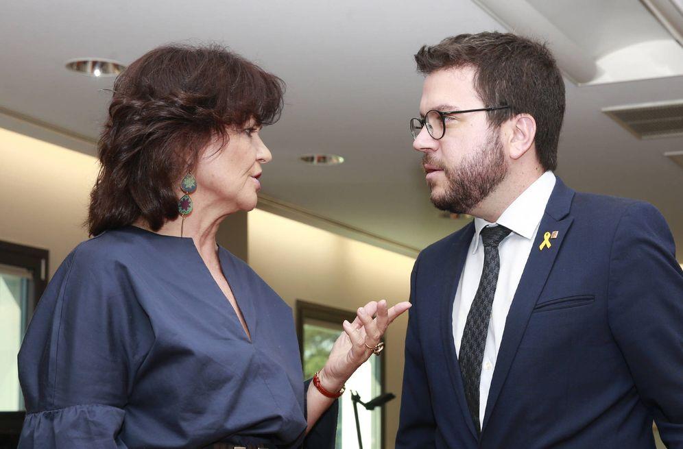 Foto: Carmen Calvo y el 'vicepresident' catalán, Pere Aragonès, durante su reunión en La Moncloa, este 12 de julio. (Pool Moncloa)