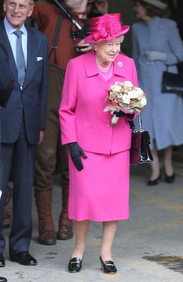 Isabel II: desvelamos todos los secretos del armario de la reina de ...