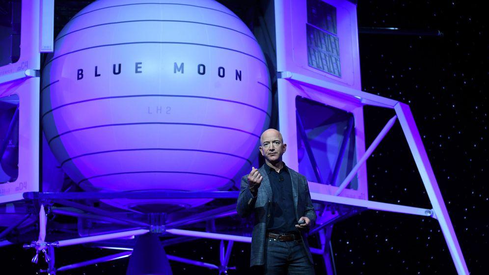 Foto: Jeff Bezos durante la presentación de Blue Moon. (Reuters)