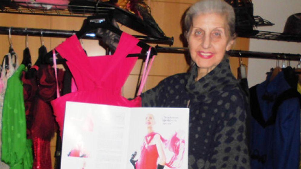 Foto: Eloísa Bercero subasta el 'último' vestido del fallecido diseñador Manuel Mota