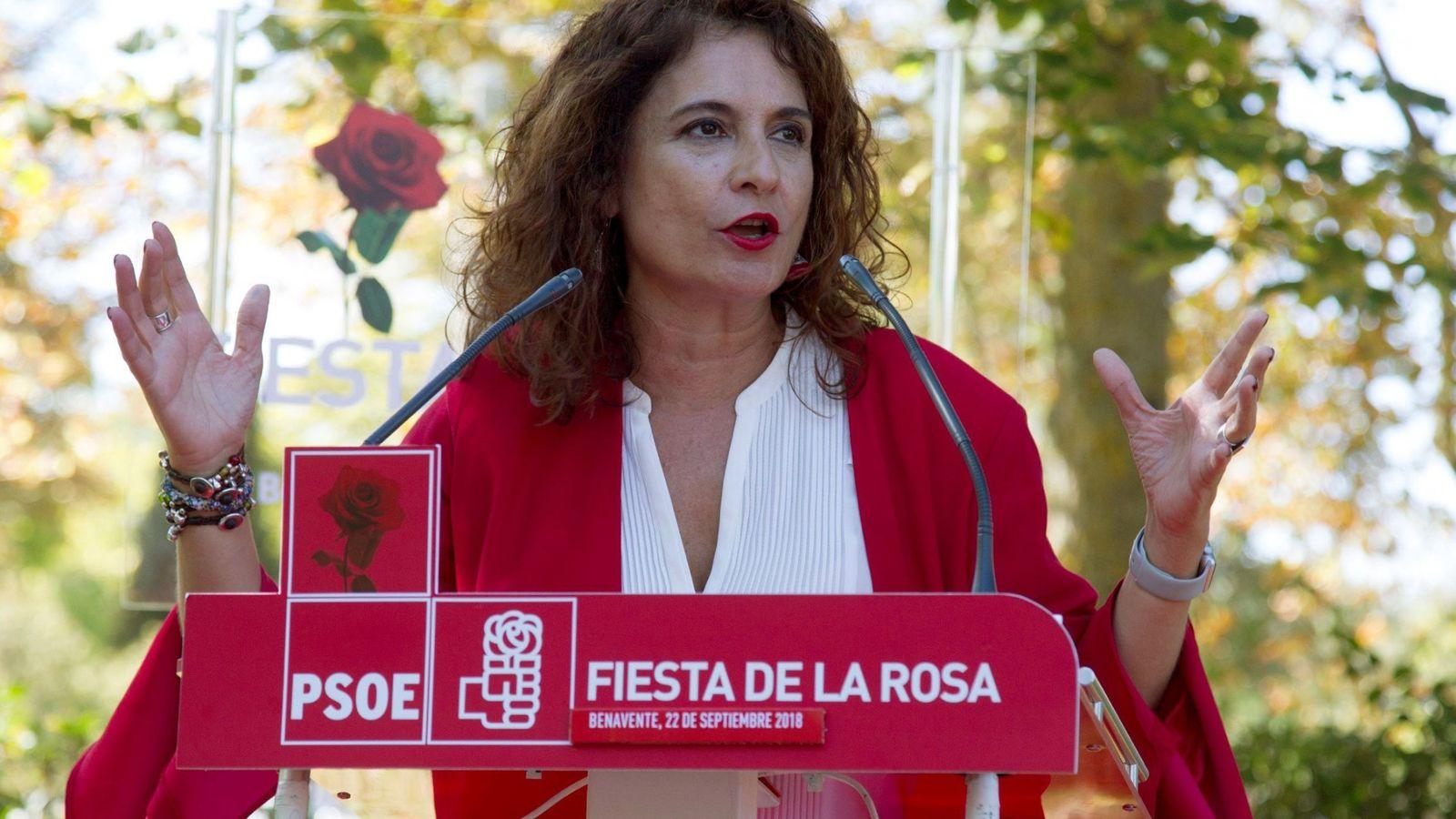 Foto: La ministra de Hacienda, María Jesús Montero, participa en la Fiesta de la Rosa del municipio zamorano de Benavente. (EFE)