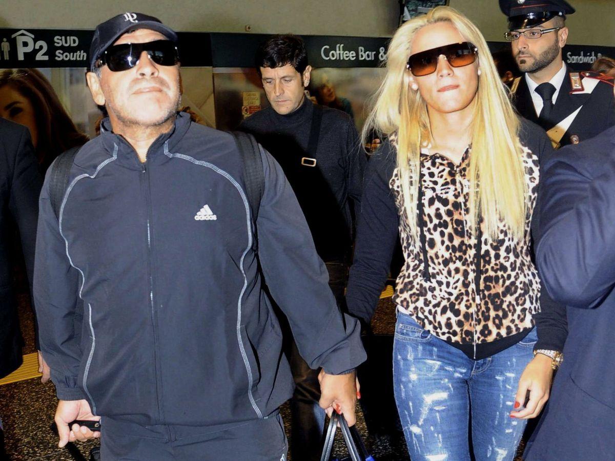 Foto: Diego Armando Maradona y su exnovia Rocío Oliva, en Milán. (EFE)